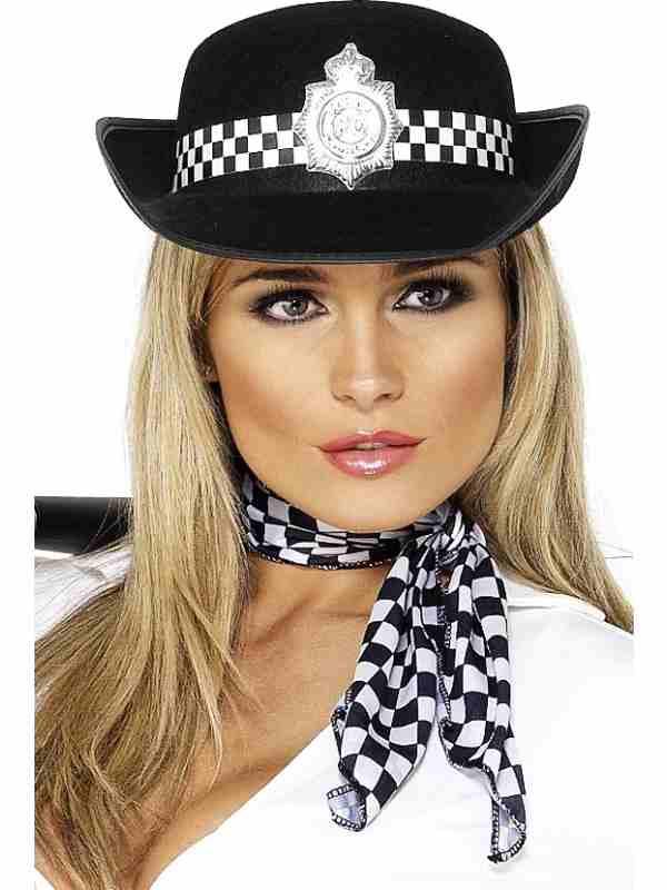 Politievrouw pet