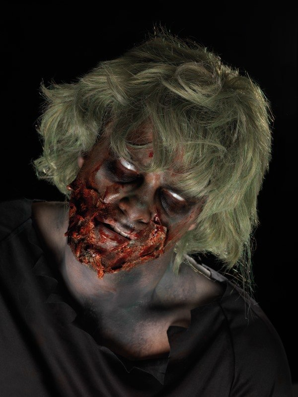 Zombie make-up kit met vloeibare latex, zombie dirt, schmink, bloed en instructies. Uw enge horror zombie look is in mum van tijd gemaakt.
